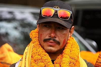 За Нирмал Пурджа и останалите катерачи изкачването е въпрос на национална гордост