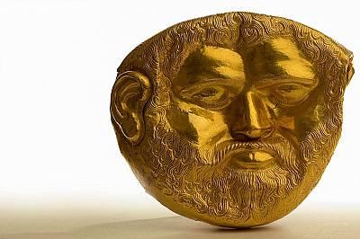 Лице на тракийски царИзработена от масивно злато, погребалната маска на тракийски владетел от Vвек пр. Хр. бeше открита в България...
