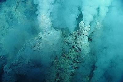 Комини от сяра в западната част на Тихия океан Районът е бил наречен Извор на шампанското заради балончетата въглероден диоксид на морското дъно. &am...