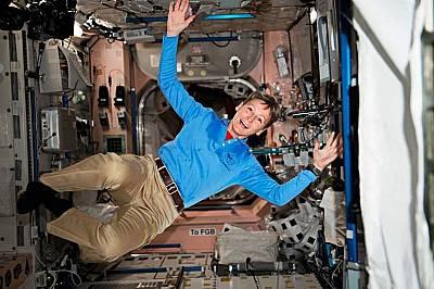 Пеги Уитсън - първата жена командир на МКС по време на експедиция през 2008 г.