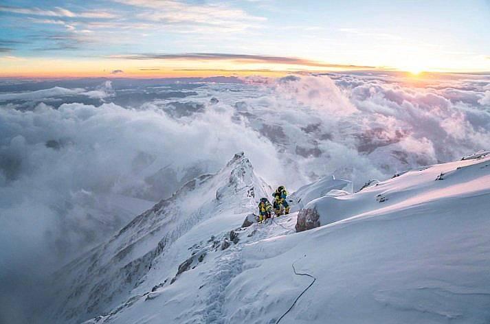 Катерачи по пътя към Еверест Снимка: Кори Ричардс