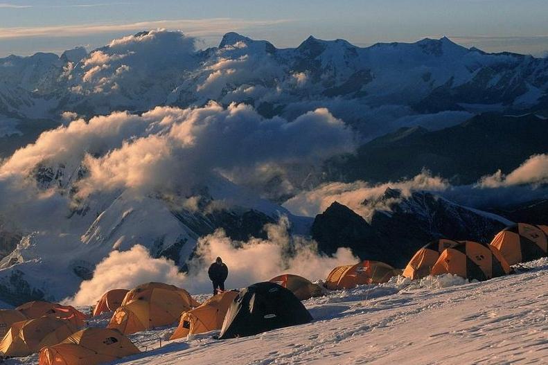 Как се живее в базовия лагер на Еверест?
