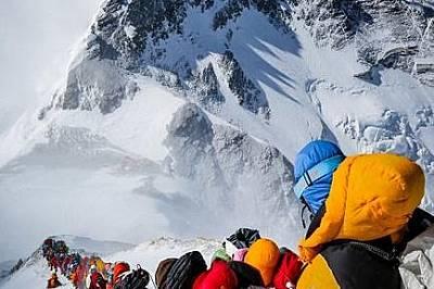 Пътеката е една - и за изкачилите върха и за отправилите се към него