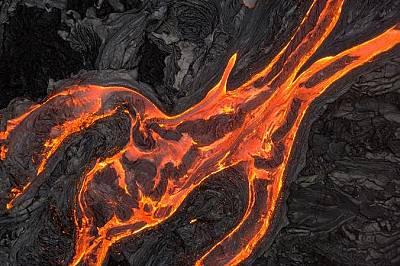 Дрон заснема потоците лава от вулкана Килауеа.