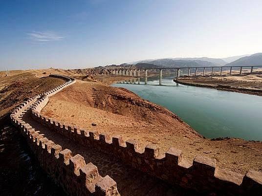 Великата китайска стена и Хунахъ (Жълтата река)Великата китайска стена и Хунахъ (Жълтата река) в пустинята Тенгер в Шапотоу край Чжунвей, провинция Ни...