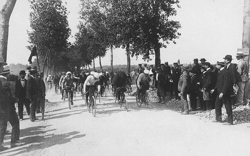 Първата Обиколка на Франция през юли 1903 г.  Снимка: The Picture Art Collection, Alamy