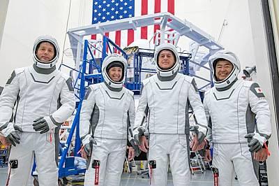 SpaceX изпрати първите си астронавти с рециклирана ракета!