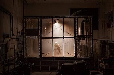 """Екипиран за Марс, космическият инженер Пабло де Леон тества прототипен костюм в центъра на НАСА """"Кенеди"""", където се симулират усло..."""