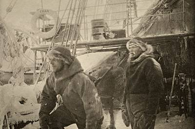 Вълна и кожи топлели екипажа, когато дългът ги призовавал на палубата или на леда. Фотографията била едно от многото умения на Нансен. През октомври 1...
