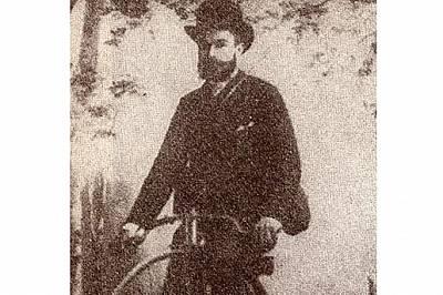 Методи Хаджипетков с първия велосипед в страната, около 1883 г.