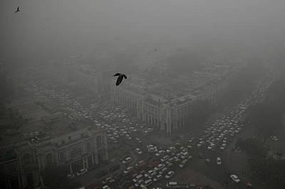 Трафик на Коннахт Плейс, сърцето на Ню Делхи, на 5 ноември.
