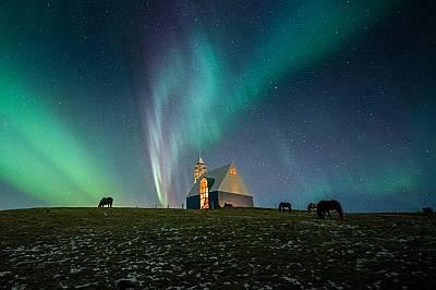 Нощното небе на 4 ноември 2018 г. близо до град Селфос в Исландия
