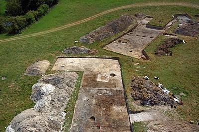 Дърингтън УолсРазкопки край Дърингтън Уолс разкриват останки от жилищни постройки. Според археолозите неолитното селище е било свързано със съседния С...