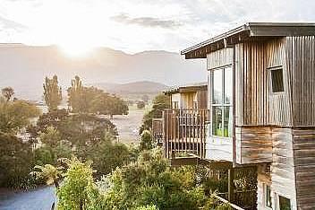 Hapuku Lodge, Каикура, Нова ЗеландияHapuku Lodge се намира във ферма за развъждане на елени в Саут Айлънд, в подножието на планината Каикура и разпола...