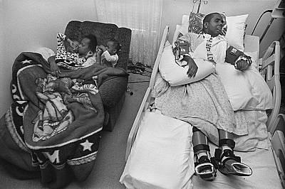 Ричмънд Хайтс, Охайо, 2008 г.27годишният Шървън Филип, майка му Гейл Улери, племенникът му Малик и племенницата Кайла спят в стаята му в Рич...