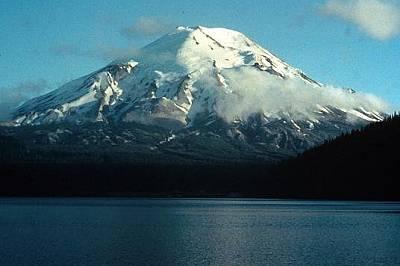 Вулканът Сейнт Хелънс преди изригванетоВулканът Сейнт Хелънс изглежда спокоен на тази снимка от 1973 г. - няколко години преди голямото изригване през...