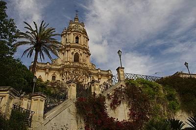 В града на шоколадите Модика има две главни катедрали. San Giorgio е със 164 стъпала пред нея, трудни за изкачване след литър вино.