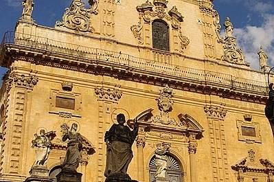 San Pietro е втората катедрала в Модика...