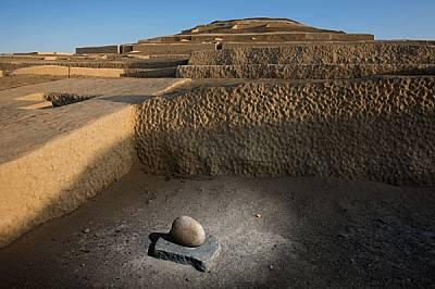 Откритите на един церемониален обект в Кауачи камъни били използвани за стриването на пигментите, с които била боядисана голямата пирамида.