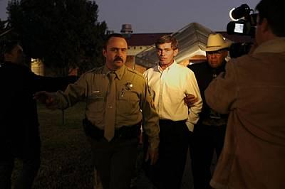 Реймънд, 38-годишният син на Мерил Джесъп, бива отведен в затвора, след като миналия ноември съдебните заседатели в Тексас го осъдиха на 10 години за...