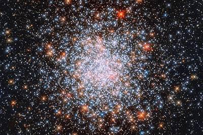Звезден клъстер - група звезди, свързани една с друга от гравитационното привличане