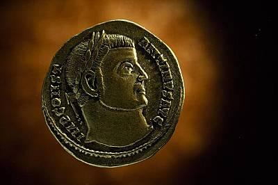 Римска монета с образа на Константин Велики