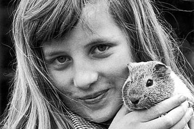 """Даяна израства заобиколена от кучета, котки, хамстери, зайци и коне.""""Тя обичаше животните"""", казва майка й. """"Обичаше всич..."""