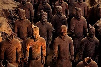 Армията от призрачни воини, изваяни преди 2200 години, за да придружат първия китайски император във вечността, трябвало да му служат в един грижливо...