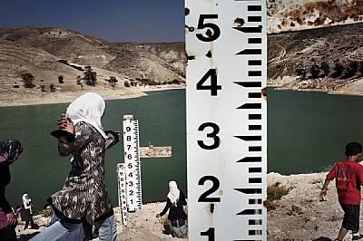 """След шест години суша няма полза от измервателните линии на язовира """"Зиглаб"""" в Йордания, построен, за да улавя за напоителни цели в..."""