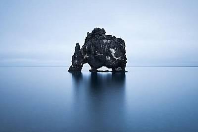 Известната скала Хвитсеркюр на полусторов Ватнсенс, Исландия.