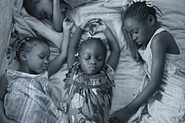 Сестрите (от горе, по посока на часовниковата стрелка) Алексис Джонсън, на 5 години, Фредерика Райт, на 8, Амелия Джонсън, на 3, и Кони Джонсън, на 4,...