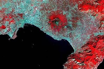 Неапол застрашен от вулкан, лавата е на 3 км от повърхността на Земята