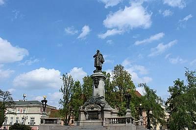 Паметникът на Адам Мицкевич