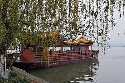 Ханджоу – Западното свещено езеро, което може да обиколите и с лодка.