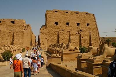 Когато град Луксор /в миналото Тива/ е бил столица на Египет, Карнак станал основно място за почитане на свещената тиванска триада - бог Амон, богинят...