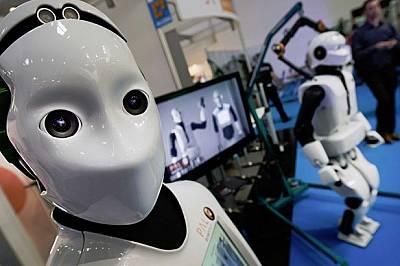Учени обучават роботи да чувстват болка