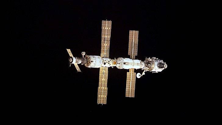 МКС е в открития космос от 1998 г. и трябва да приключи пътешествието си около Земята през 2024 г.  Снимка: БГНЕС