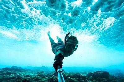 Под водатаСамо фактът, че се любувате на разнообразие от риби, корали и морски звезди, прави усещането още по-сюрреалистично