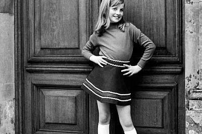 На снимка от семеен албум от 1967-69 г. Даяна позира весело.Пред фотоапарата е непринудена и има усет към модата от малка.