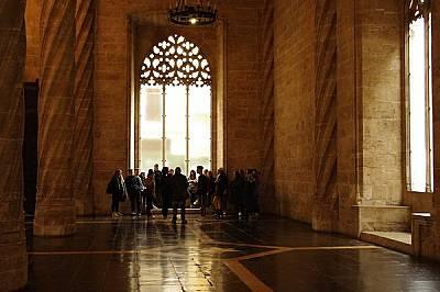 Извитите колони в залите на La Lonja de la sedaИзвитите колони в залите на La Lonja de la seda – готическата сграда, в която първоначално се...