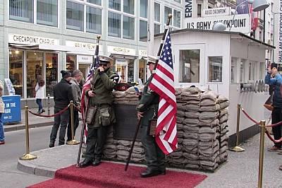 Берлин не е забравил раните от войната, бетонната стена и разделението