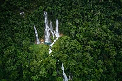 Папуа Нова Гвинея – водопадите на пещерата Магени.