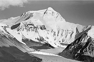 Ледовете на Хималаите намаляватГлобалното затопляне води до намаляване на вечните снегове и ледове на Хималаите, посочва организацията GlacierWorks. /...