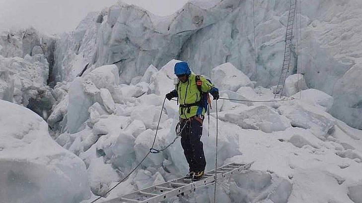 Само 6 дни след връх Лхотце, Атанас Скатов се завърна на Еверест. / БГНЕС