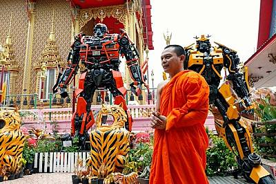 Супергерои спасяват будистки храмове в Тайланд