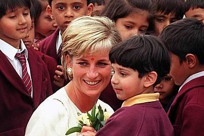 Годишнината от смъртта на принцеса Даяна завладя медиите в Европа