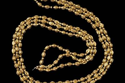 Златна огърлица от надгробна могила край с. Изворово в Сакар. Археолозите я отнасят към средната бронзова епоха, XVIII-XVII в. пр.Хр., и пр...