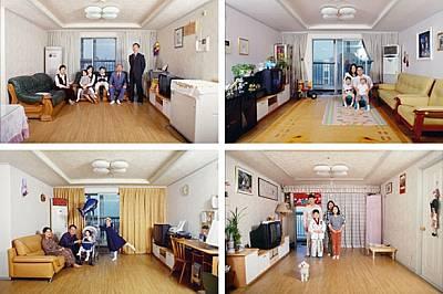 """Дом за всеки Сеул, Южна КореяТези апартаменти в 25-етажната """"Вечнозелена кула"""" са идентични, но всяко семейство е добавил..."""