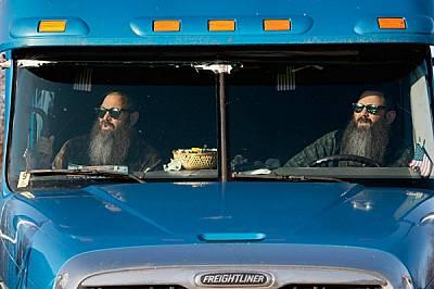 """""""Умовете ни работят еднакво"""" - казва Дон Улф (вдясно) за близнака си. Дейв обяснява как са се спогаждали като шофьори на..."""