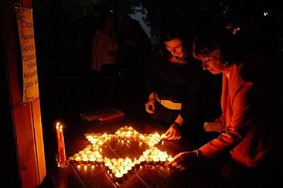 Роза и Ева Машиах, майка и дъщеря, участват в традиционния празник Шабат на ежегоден еврейски семинар в Албена в началото на септември. В п...